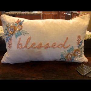 Lacourte pillow